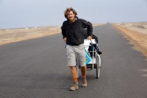 Christoph Rehage walking in China