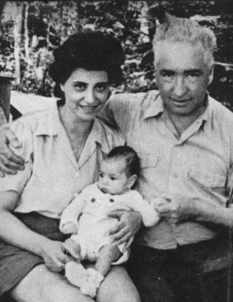 Reich, with his wife and son
